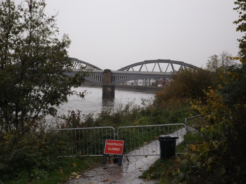 Closed towpath at Barnes Bridge